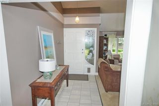 Photo 2: 1057 Tulip Avenue in VICTORIA: SW Strawberry Vale Single Family Detached for sale (Saanich West)  : MLS®# 379694