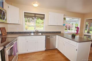 Photo 6: 1057 Tulip Avenue in VICTORIA: SW Strawberry Vale Single Family Detached for sale (Saanich West)  : MLS®# 379694
