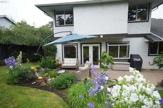 Photo 18: 1057 Tulip Avenue in VICTORIA: SW Strawberry Vale Single Family Detached for sale (Saanich West)  : MLS®# 379694