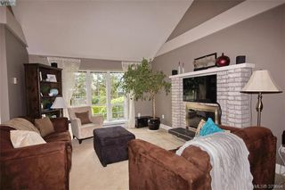 Photo 3: 1057 Tulip Avenue in VICTORIA: SW Strawberry Vale Single Family Detached for sale (Saanich West)  : MLS®# 379694