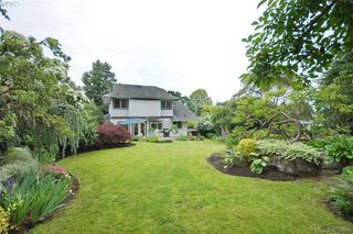 Photo 17: 1057 Tulip Avenue in VICTORIA: SW Strawberry Vale Single Family Detached for sale (Saanich West)  : MLS®# 379694