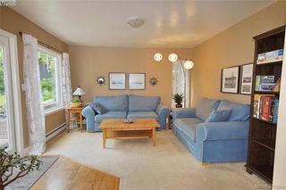 Photo 8: 1057 Tulip Avenue in VICTORIA: SW Strawberry Vale Single Family Detached for sale (Saanich West)  : MLS®# 379694