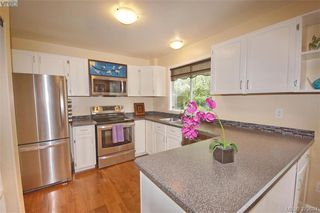 Photo 5: 1057 Tulip Avenue in VICTORIA: SW Strawberry Vale Single Family Detached for sale (Saanich West)  : MLS®# 379694