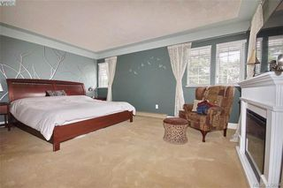 Photo 11: 1057 Tulip Avenue in VICTORIA: SW Strawberry Vale Single Family Detached for sale (Saanich West)  : MLS®# 379694