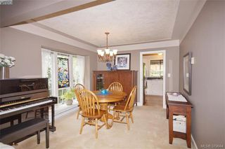 Photo 4: 1057 Tulip Avenue in VICTORIA: SW Strawberry Vale Single Family Detached for sale (Saanich West)  : MLS®# 379694