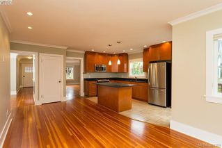 Photo 7: 540 Cornwall Street in VICTORIA: Vi Fairfield West Single Family Detached for sale (Victoria)  : MLS®# 384369