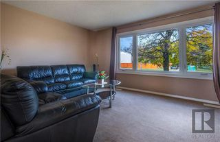 Photo 2: 498 Meadowood Drive in Winnipeg: Residential for sale (2E)  : MLS®# 1827558