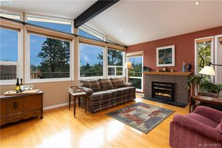 Photo 2: 4282 Parkside Cres in VICTORIA: SE Mt Doug Single Family Detached for sale (Saanich East)  : MLS®# 799976