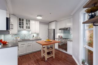 Photo 3: 709 PRIOR Street in Vancouver: Mount Pleasant VE House 1/2 Duplex for sale (Vancouver East)  : MLS®# R2349562