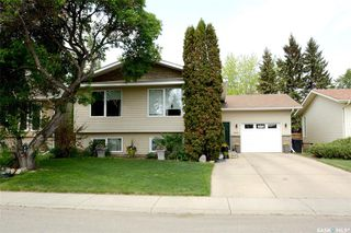 Photo 2: 231 Charlebois Crescent in Saskatoon: Silverwood Heights Residential for sale : MLS®# SK774067