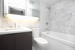 Photo 8: 2052 38 SMITHE Street in Vancouver: Downtown VW Condo for sale (Vancouver West)  : MLS®# R2391602