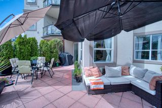 "Main Photo: 202 131 W 3 Street in North Vancouver: Lower Lonsdale Condo for sale in ""Seascape Landing"" : MLS®# R2473824"