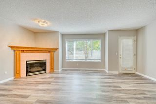 Photo 3: 6 LINCOLN Green SW in Calgary: Lincoln Park Row/Townhouse for sale : MLS®# A1026784