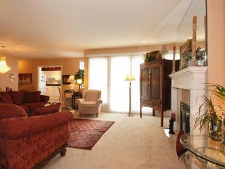 Photo 3: 205 1221 Johnston Road in Presidents Court: Home for sale : MLS®# F2907880