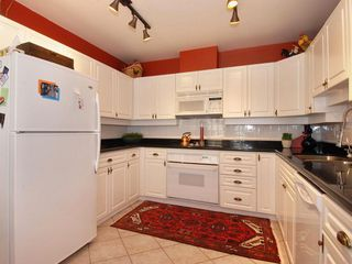 Photo 2: 205 1221 Johnston Road in Presidents Court: Home for sale : MLS®# F2907880