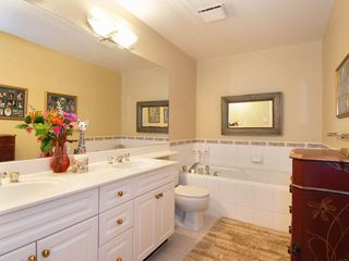 Photo 6: 205 1221 Johnston Road in Presidents Court: Home for sale : MLS®# F2907880