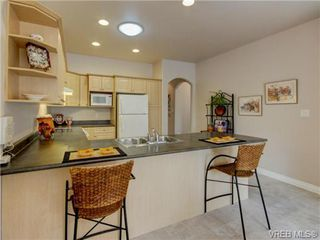 Photo 3: 4 10121 Fifth Street in SIDNEY: Si Sidney North-East Townhouse for sale (Sidney)  : MLS®# 357279