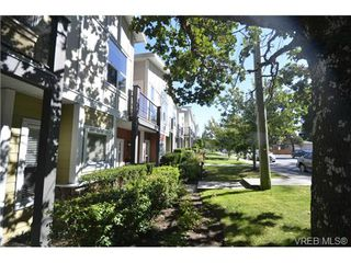 Photo 2: 878 Brock Ave in VICTORIA: La Langford Proper Row/Townhouse for sale (Langford)  : MLS®# 742350