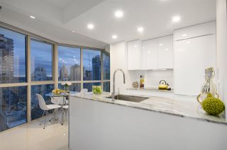 """Photo 10: 1907 1188 HOWE Street in Vancouver: Downtown VW Condo for sale in """"1188 Howe"""" (Vancouver West)  : MLS®# R2125945"""