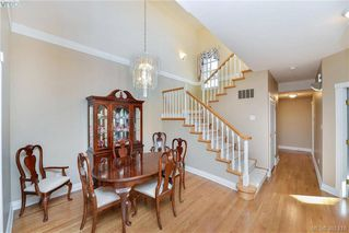 Photo 4: 100 530 Marsett Place in VICTORIA: SW Royal Oak Townhouse for sale (Saanich West)  : MLS®# 381218