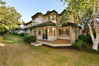Photo 18: 100 530 Marsett Place in VICTORIA: SW Royal Oak Townhouse for sale (Saanich West)  : MLS®# 381218