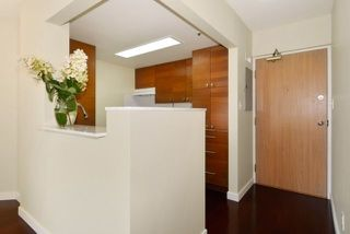 Photo 7: 402 838 AGNES Street in New Westminster: Downtown NW Condo for sale : MLS®# R2221116