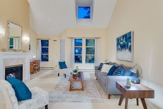 """Photo 2: 309 3760 W 6TH Avenue in Vancouver: Point Grey Condo for sale in """"MAYFAIR HOUSE"""" (Vancouver West)  : MLS®# R2243615"""