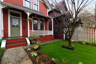 Photo 1: 618 UNION STREET in Vancouver: Mount Pleasant VE House for sale (Vancouver East)  : MLS®# R2254558