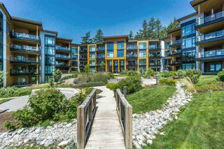"""Photo 2: 512 14855 THRIFT Avenue: White Rock Condo for sale in """"THE ROYCE"""" (South Surrey White Rock)  : MLS®# R2289976"""