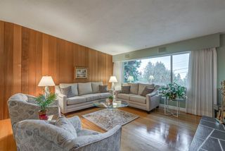 Photo 2: 734 E ST. JAMES Road in North Vancouver: Princess Park House for sale : MLS®# R2320816