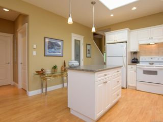 Photo 14: 1 1646 Balmoral Ave in COMOX: CV Comox (Town of) Row/Townhouse for sale (Comox Valley)  : MLS®# 813607