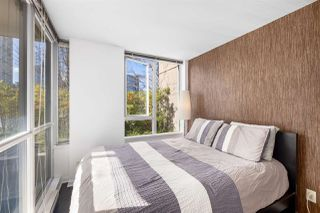 """Photo 10: 409 822 SEYMOUR Street in Vancouver: Downtown VW Condo for sale in """"L'Aria"""" (Vancouver West)  : MLS®# R2444426"""