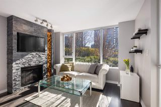 """Photo 2: 409 822 SEYMOUR Street in Vancouver: Downtown VW Condo for sale in """"L'Aria"""" (Vancouver West)  : MLS®# R2444426"""