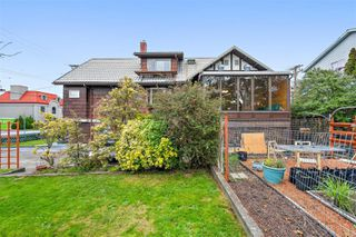 Photo 4: 517 Comerford St in : Es Saxe Point House for sale (Esquimalt)  : MLS®# 860171