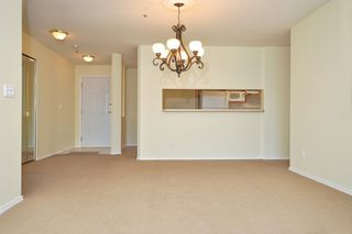 Photo 7: 404 13870 70TH Avenue in Surrey: East Newton Condo for sale : MLS®# F1307583
