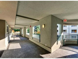 "Photo 2: 405 1725 128TH Street in Surrey: Crescent Bch Ocean Pk. Condo for sale in ""OCEAN PARK GARDENS"" (South Surrey White Rock)  : MLS®# F1427574"