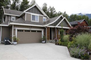 Photo 1: 41437 DRYDEN Road in Squamish: Brackendale House for sale : MLS®# R2088183