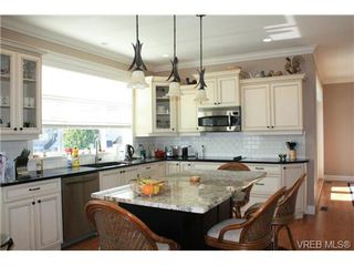 Photo 3: 2142 Blue Grouse Plat in VICTORIA: La Bear Mountain Single Family Detached for sale (Langford)  : MLS®# 741030