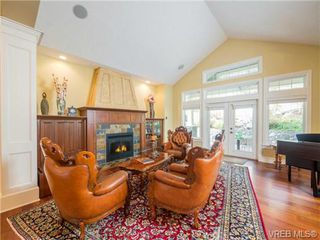 Photo 4: 1017 Valewood Trail in VICTORIA: SE Broadmead House for sale (Saanich East)  : MLS®# 741908