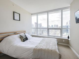 "Photo 10: 1609 833 SEYMOUR Street in Vancouver: Downtown VW Condo for sale in ""CAPITOL RESIDENCES"" (Vancouver West)  : MLS®# R2151748"