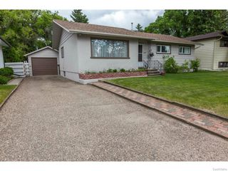 Photo 2: 1709 Morgan Avenue in Saskatoon: Holliston Residential for sale : MLS®# 613470