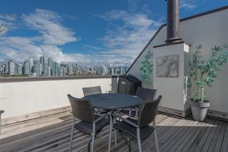 "Photo 15: 1165 W 7TH Avenue in Vancouver: Fairview VW Townhouse for sale in ""FAIRVIEW MEWS"" (Vancouver West)  : MLS®# R2208727"