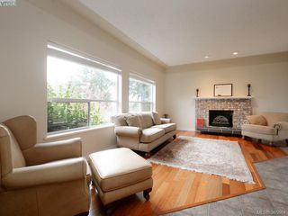 Photo 7: 940 Bearwood Lane in VICTORIA: SE Broadmead Single Family Detached for sale (Saanich East)  : MLS®# 385864