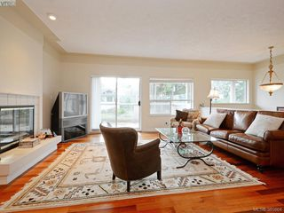 Photo 4: 940 Bearwood Lane in VICTORIA: SE Broadmead Single Family Detached for sale (Saanich East)  : MLS®# 385864