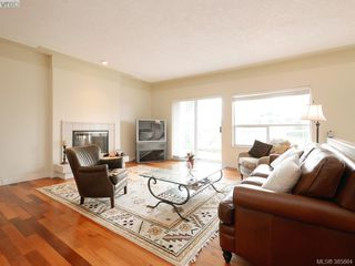 Photo 3: 940 Bearwood Lane in VICTORIA: SE Broadmead Single Family Detached for sale (Saanich East)  : MLS®# 385864