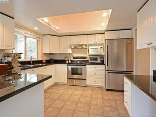 Photo 10: 940 Bearwood Lane in VICTORIA: SE Broadmead Single Family Detached for sale (Saanich East)  : MLS®# 385864