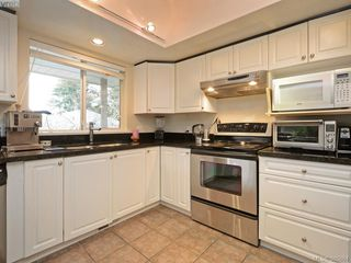 Photo 11: 940 Bearwood Lane in VICTORIA: SE Broadmead Single Family Detached for sale (Saanich East)  : MLS®# 385864
