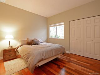 Photo 15: 940 Bearwood Lane in VICTORIA: SE Broadmead Single Family Detached for sale (Saanich East)  : MLS®# 385864