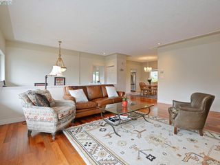 Photo 2: 940 Bearwood Lane in VICTORIA: SE Broadmead Single Family Detached for sale (Saanich East)  : MLS®# 385864