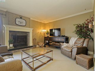 Photo 3: 29 1480 Garnet Road in VICTORIA: SE Cedar Hill Townhouse for sale (Saanich East)  : MLS®# 388792